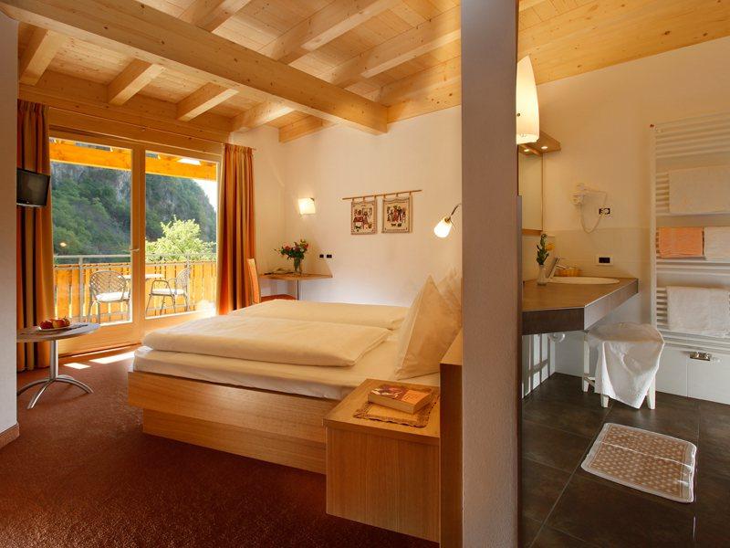 Una camera da letto per una mansarda da sogno idea for Design della casa con una camera da letto